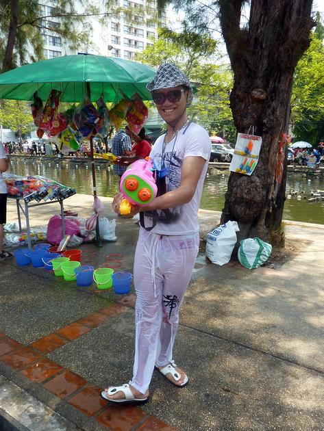 Songkran Chiang Mai - pink gun cowboy