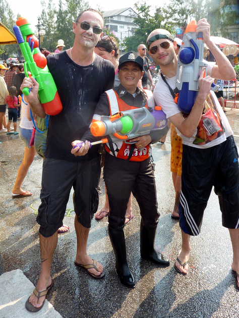 Songkran Chiang Mai - water fighting police