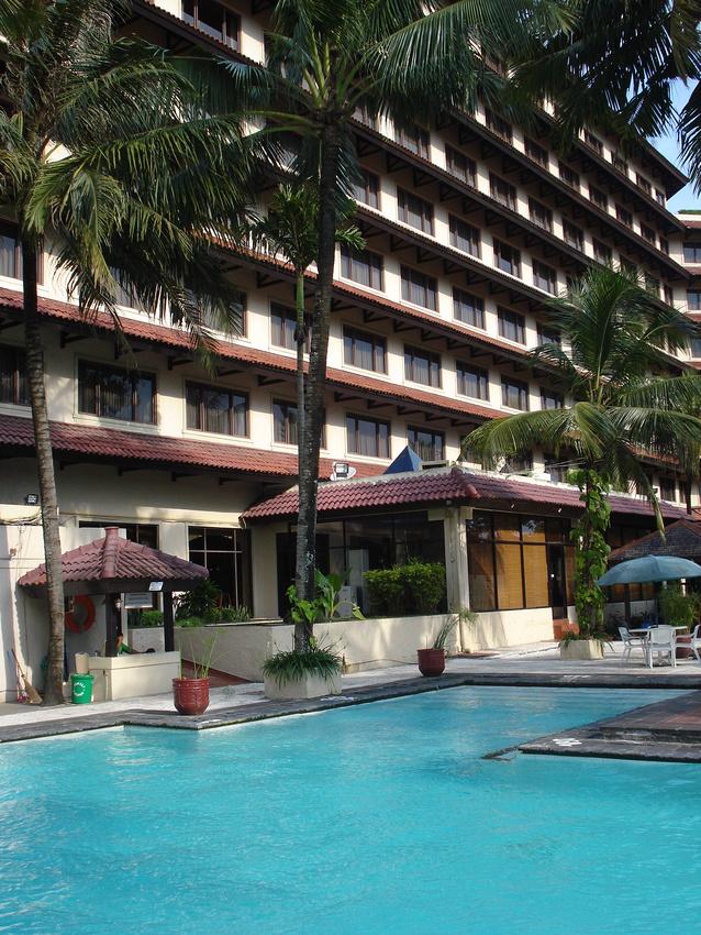 Swimming pool at Grand Quality Hotel Yogyakarta