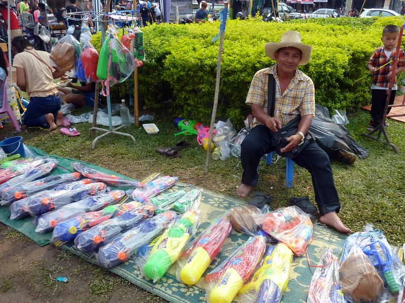 Songkran Chiang Mai - gun dealer
