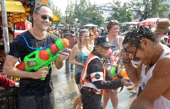 Songkran Chiang Mai - water fight