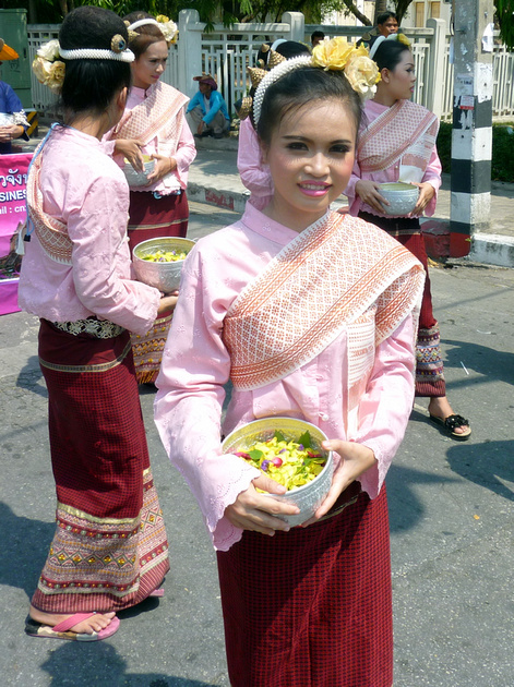 Songkran Chiang Mai - traditional Thai dress
