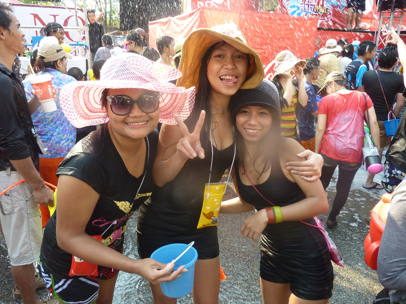 Songkran Chiang Mai - 3 girls