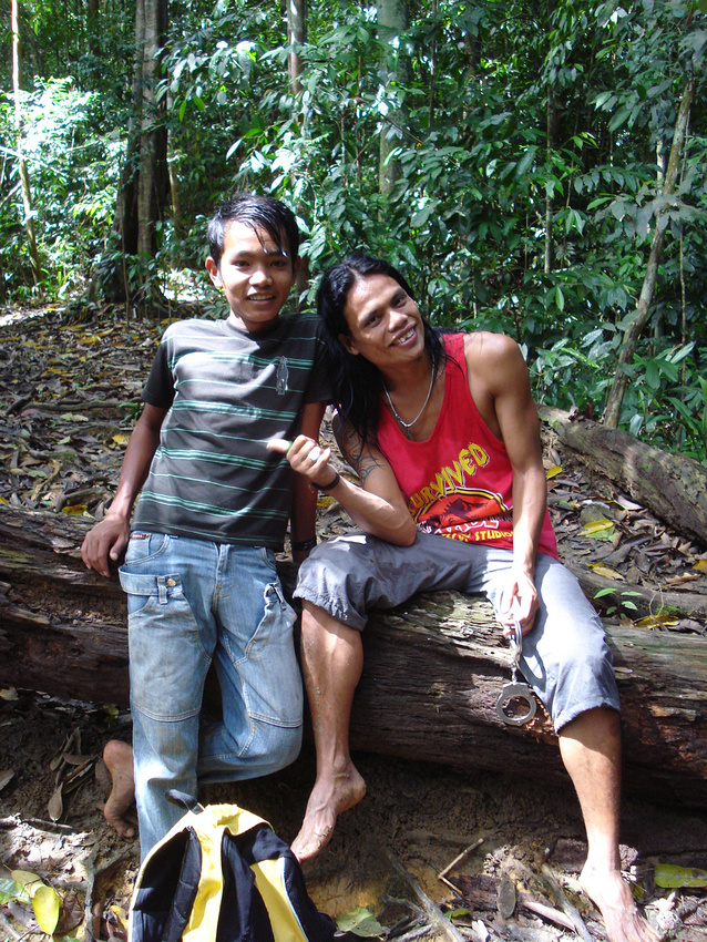 Guide and brother: Gunung Leuser National Park - Sumatra