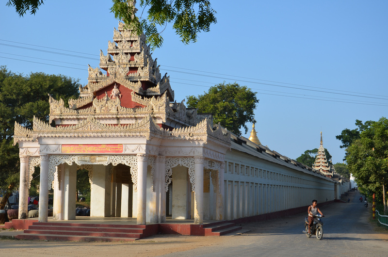 Entrance to Shwe Zigon Zedi at Naung U