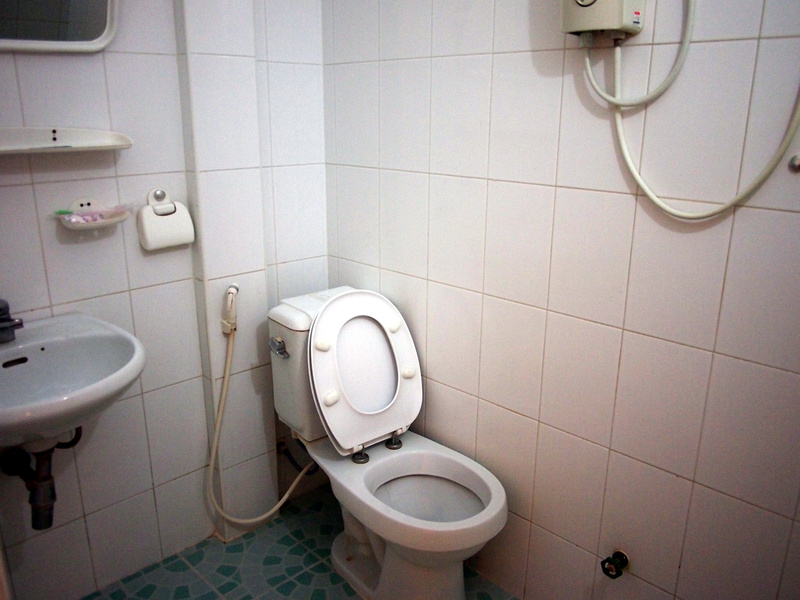 Shang Hai Guest House - toilet