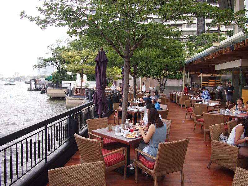 Shangri-La Hotel breakfast outside