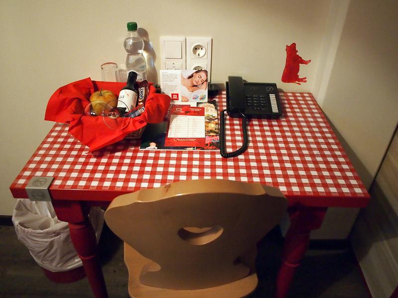 Table - MEININGER Hotel Salzburg City Center