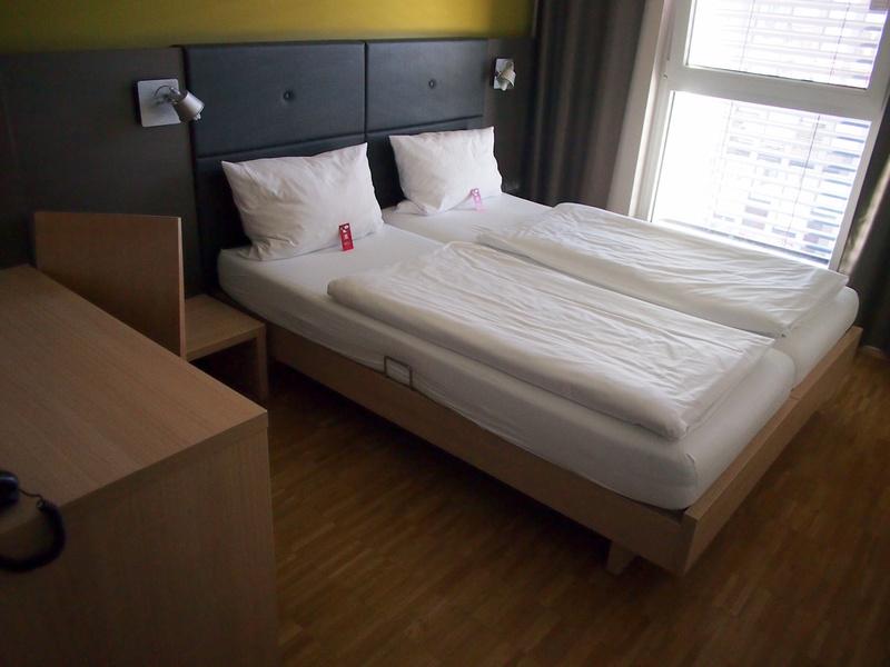 Bed - Meininger Hotel
