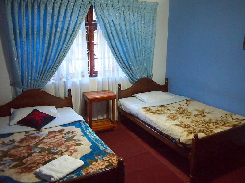 Royal Guest Inn - Bedroom