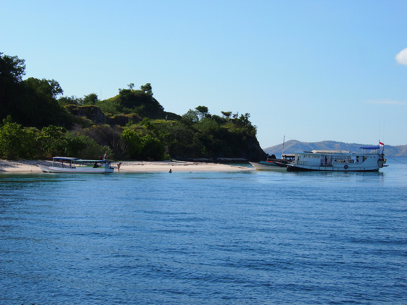 Island hopping Komodo National Park