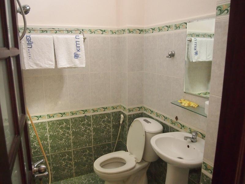 Kim Ngan Hotel - Bathroom